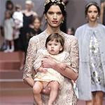 La firma Dolce & Gabbana rinde homenaje a la maternidad en su nueva colección