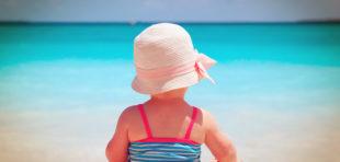 Cómo vestir a tu bebé en verano